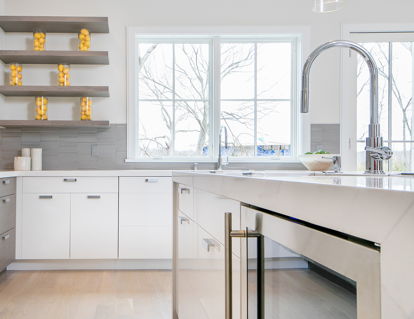 Gorgeous counter & shelves with custom cabinetry